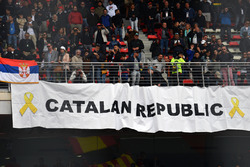 Fans and Catalan banner