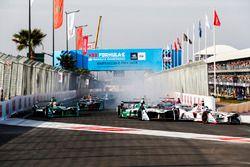 Jose Maria Lopez, Dragon Racing y Lucas di Grassi, Audi Sport ABT Schaeffler, al inicio de la carrer