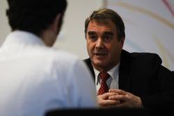 Nigel Mansell geeft een interview