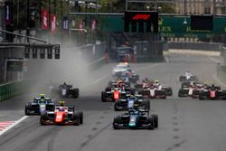 Start action, Nicholas Latifi, DAMS, leads Ralph Boschung, MP Motorsport