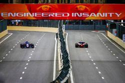 Brendon Hartley, Toro Rosso STR13 Honda, et Pierre Gasly, Toro Rosso STR13 Honda