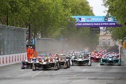 Start of race with Jean-Eric Vergne, Techeetah, leading Sam Bird, DS Virgin Racing, Andre Lotterer, Techeetah, Maro Engel, Venturi Formula E Team