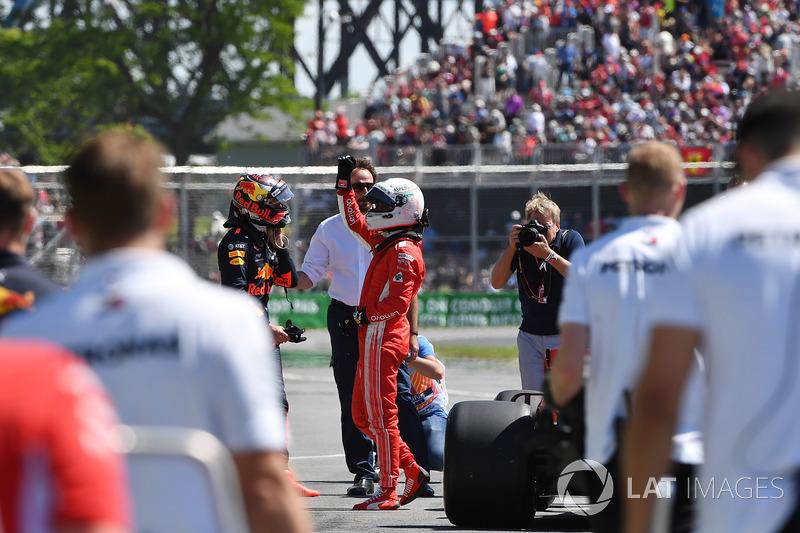 Il poleman Sebastian Vettel, Ferrari festeggia nel parco chiuso