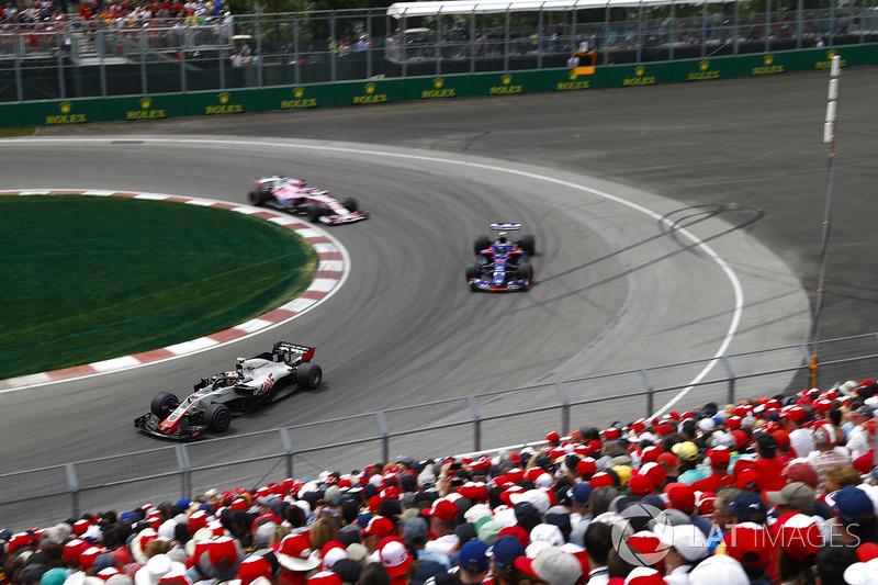 Kevin Magnussen, Haas F1 Team VF-18, Pierre Gasly, Toro Rosso STR13 y Sergio Perez, Force India