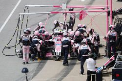 Esteban Ocon, Force India VJM11, au stand