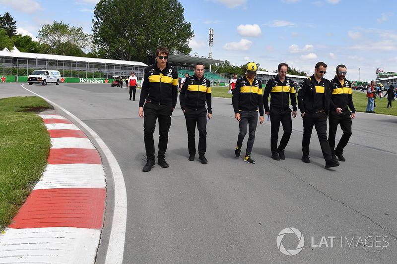 Carlos Sainz Jr., Renault Sport F1 Team recorre la pista