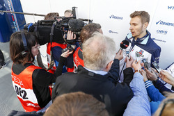 Sergey Sirotkin, Williams FW41, talks to the press