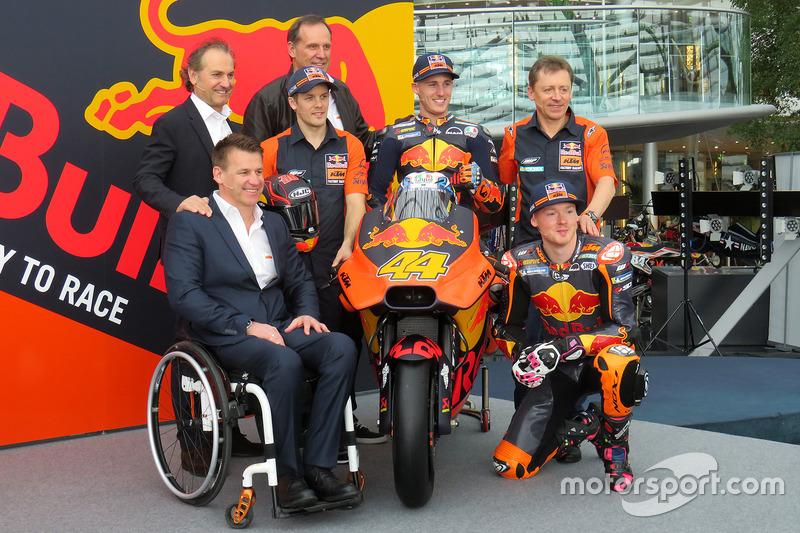 Pit Beirer, jefe de la división de competición de KTM, Mika Kallio, Pol Espargaro, Bradley Smith, Hubert Trunkenpolz, miembro de KTM, Mike Leitner, Team manager de Red Bull KTM Factory Racing