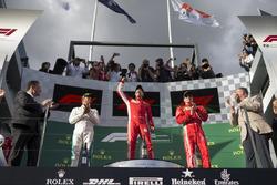 Lewis Hamilton, Mercedes-AMG F1, Sebastian Vettel, Ferrari et Kimi Raikkonen, Ferrari, sur le podium