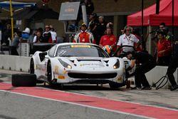 TR3 Racing Ferrari 488 GT3: Wei Lu, Jeff Segal, pit stop