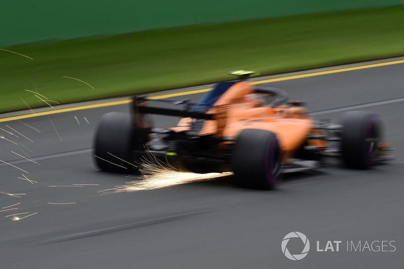 Stoffel Vandoorne, McLaren MCL33 sacando chispas