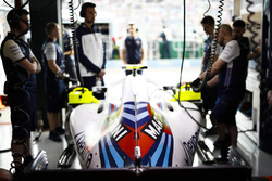 Sergey Sirotkin, Williams FW41 Mercedes, in the garage