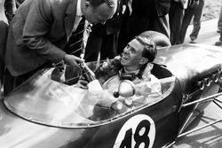 Jim Clark, Lotus 18 - Climax, receives a bottle of Champagne