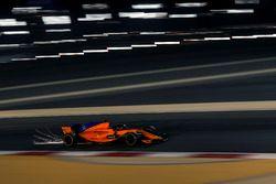 Fernando Alonso, McLaren MCL33 saca chispas