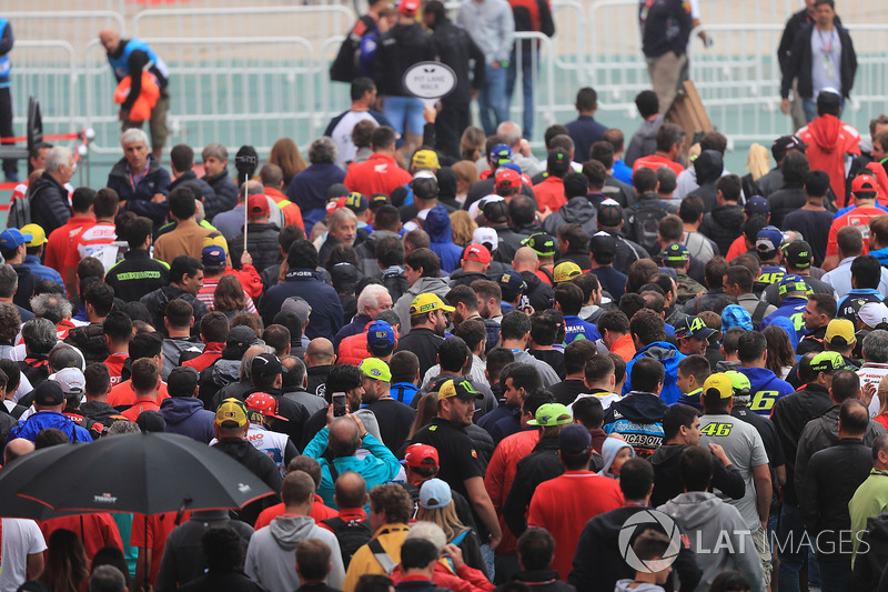 Paddock crowd