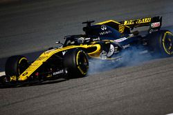 Nico Hulkenberg, Renault Sport F1 Team R.S. 18, locks a brake