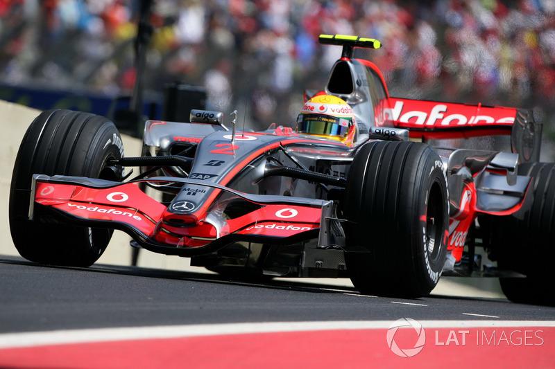 2007: McLaren MP4-22 Mercedes (восемь побед, «шпионский скандал» и лишение всех очков)