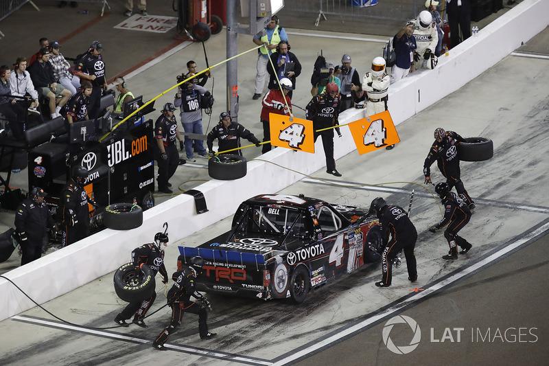 Christopher Bell, Kyle Busch Motorsports Toyota, pit stop