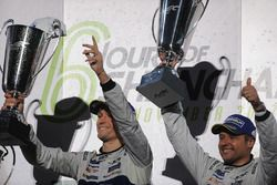 Podio GTE Pro: ganadores Andy Priaulx, Harry Tincknell, Ford Chip Ganassi Racing