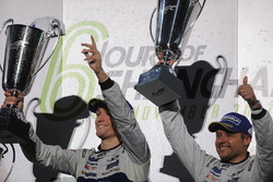 GTE Pro Podyum: Yarış galibi Andy Priaulx, Harry Tincknell, Ford Chip Ganassi Racing