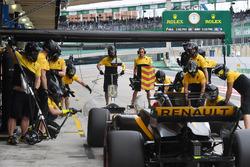 Nico Hulkenberg, Renault Sport F1 Team RS17 au stand