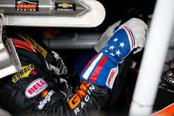 Dalton Sargeant, GMS Racing, Chevrolet Silverado Performance Plus Motor Oil, gloves