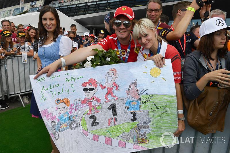 Gambar karikatur pembalap F1