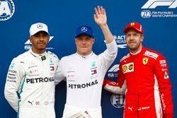 Ganador de la pole Valtteri Bottas, Mercedes AMG F1, segundo lugar Lewis Hamilton, Mercedes AMG F1, tercer puesto Sebastian Vettel, Ferrari