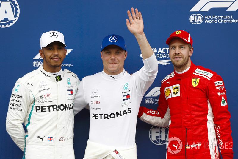 Le poleman Valtteri Bottas, Mercedes AMG F1, le deuxième, Lewis Hamilton, Mercedes AMG F1, le troisième, Sebastian Vettel, Ferrari