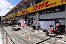 Preparaciones de Haas F1 pit box