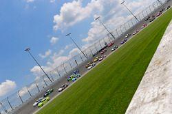 Tyler Reddick, JR Motorsports, Chevrolet Camaro Takl and Austin Cindric, Team Penske, Ford Mustang Menards/Mastercraft Doors lead the field to the green flag