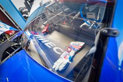 Johnny Sauter, GMS Racing, Chevrolet Silverado ISM Connect, gloves