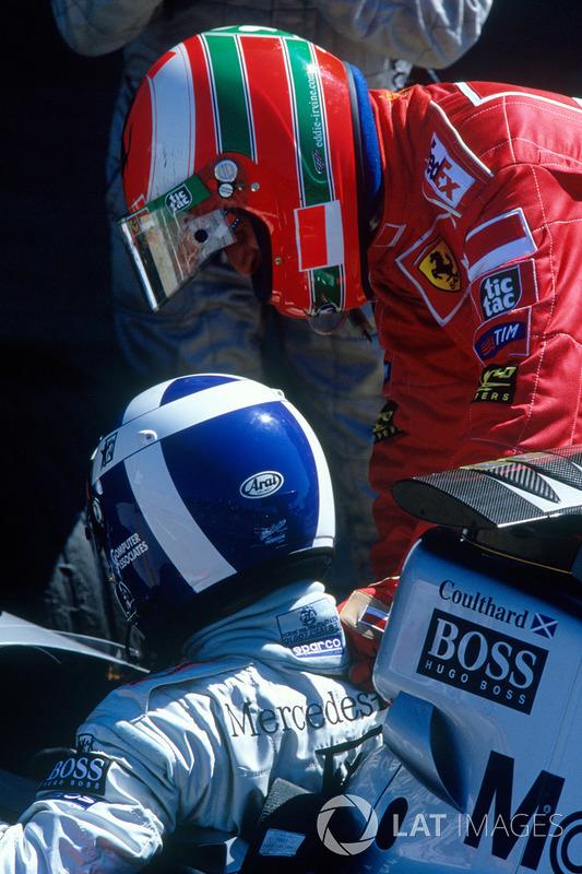 Il vincitore David Coulthard, McLaren, il secondo classificato Eddie Irvine, Ferrari