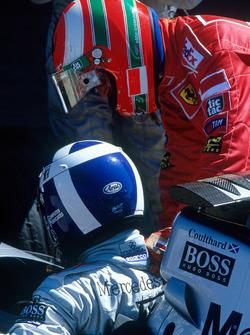 Winnaar David Coulthard, McLaren, tweede plaats Eddie Irvine, Ferrari