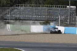 Авария в первом повороте: Льюис ХэмилтонLewis Hamilton, Mercedes AMG W05