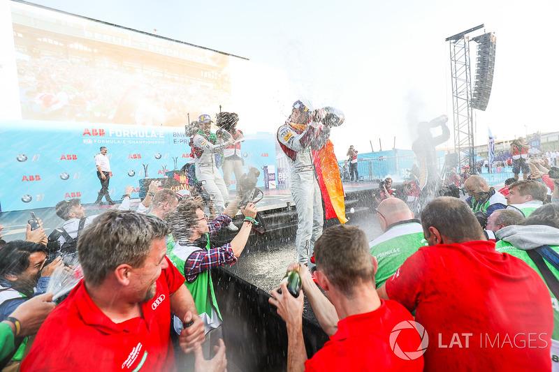 Jean-Eric Vergne, Techeetah, 3° classificato, Lucas di Grassi, Audi Sport ABT Schaeffler, 2° classificato, Daniel Abt, Audi Sport ABT Schaeffler, vincitore dell'ePrix di Berlino