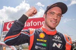 El ganador, Thierry Neuville, Hyundai Motorsport