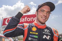 Le vainqueur Thierry Neuville, Hyundai Motorsport