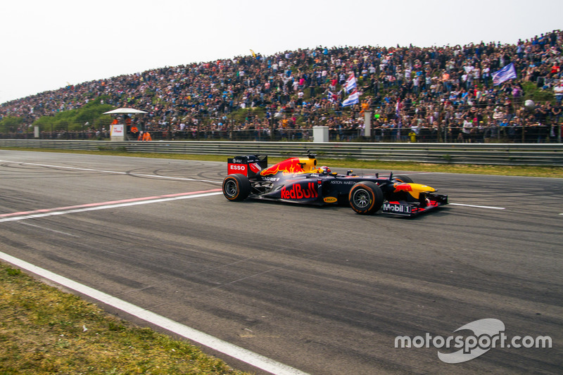 Max Verstappen, RB8 lors des Jumbo Racing Days