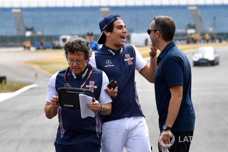 Lance Stroll, Williams parcourt la piste à pied