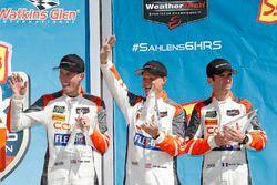 #54 CORE autosport ORECA LMP2, P: Jon Bennett, Colin Braun, Romain Dumas, podium