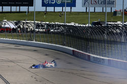 Matheus Leist, A.J. Foyt Enterprises Chevrolet crash