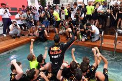 Race winner Daniel Ricciardo, Red Bull Racing celebrates with the team in the Red Bull Energy Station swimming pool