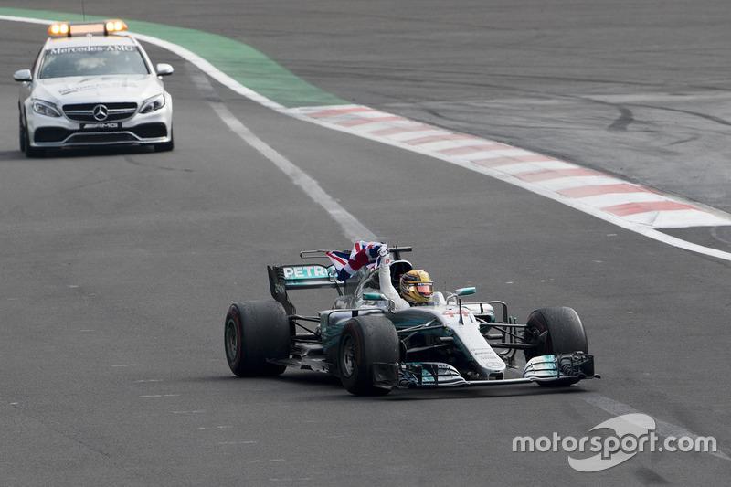 Lewis Hamilton, Mercedes-Benz F1 W08, festeggia il titolo di Campione del Mondo
