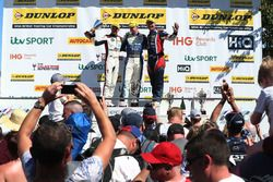 Colin Turkington, WSR BMW, Ash Sutton, Team BMR Subaru Levorg y Tom Ingram, Speedworks Motorsport Toyota Avensis