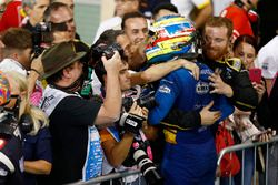 Race winner Oliver Rowland, DAMS, celebrates with his team