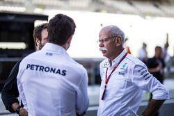 Dr. Dieter Zetsche, CEO Daimler AG en Toto Wolff, directeur Mercedes AMG F1