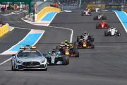 The Safety Car leads Lewis Hamilton, Mercedes AMG F1 W09, Max Verstappen, Red Bull Racing RB14, Daniel Ricciardo, Red Bull Racing RB14, and the rest of the field