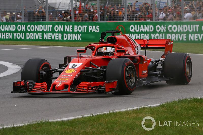El ganador Sebastian Vettel, Ferrari SF71H saluda al final de la carrera