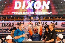 Scott Dixon, Chip Ganassi Racing Honda tire avec les pistolets du vainqueur